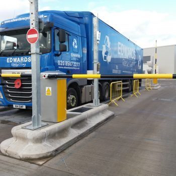 Weighbridge Automation - with lorry waiting at traffic management