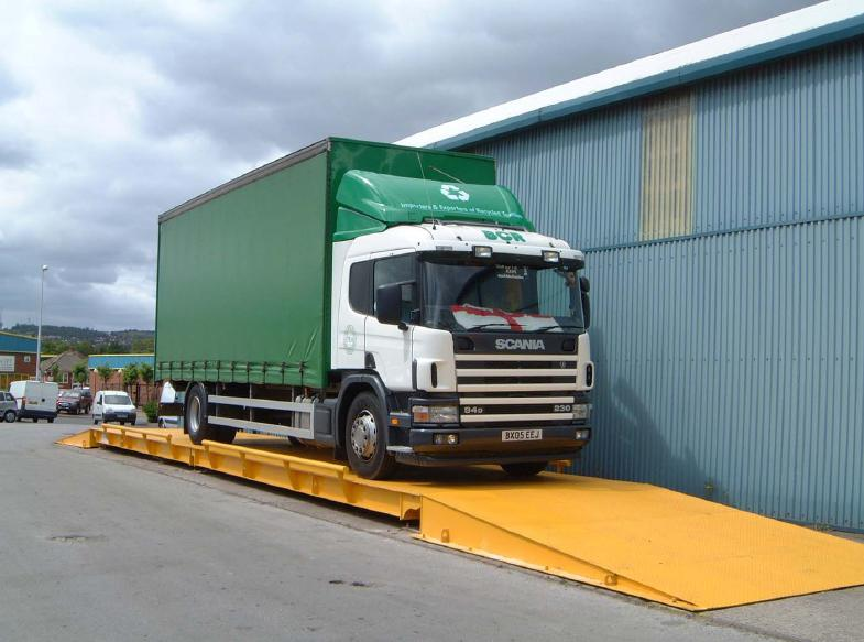 Surface mounted eurodeck weighbridge in use